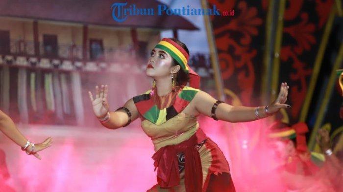 FOTO: Lomba Tari Dayak Kreasi dalam Festival Budaya Dayak ke-1 Kalimantan Barat di Bengkayang - lomba-tari-dayak-kreasi-dalam-festival-budaya-dayak-ke-1-1.jpg