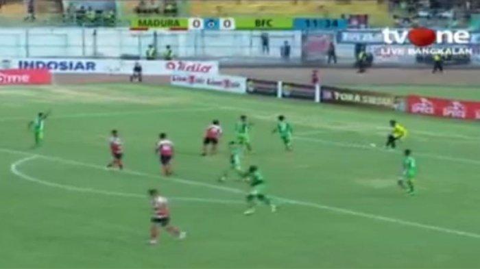 LIVE BOLA Streaming Madura United vs Bhayangkara FC di Vidio.com Pukul 15.30 WIB