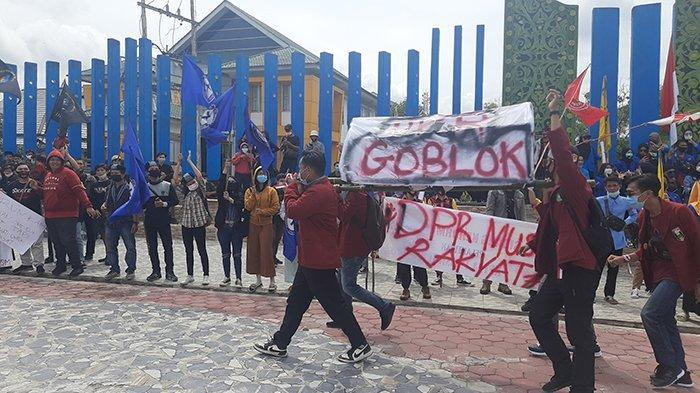 Mahasiswa dan OKP Sintang Bergerak, Tolak UU Omnibus Law