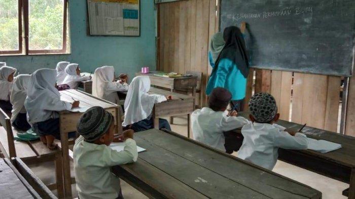 Mahasiswa IAIN Lakukan Pekan Bakti, Peserta Potret Kondisi di Desa Parit Kongsi