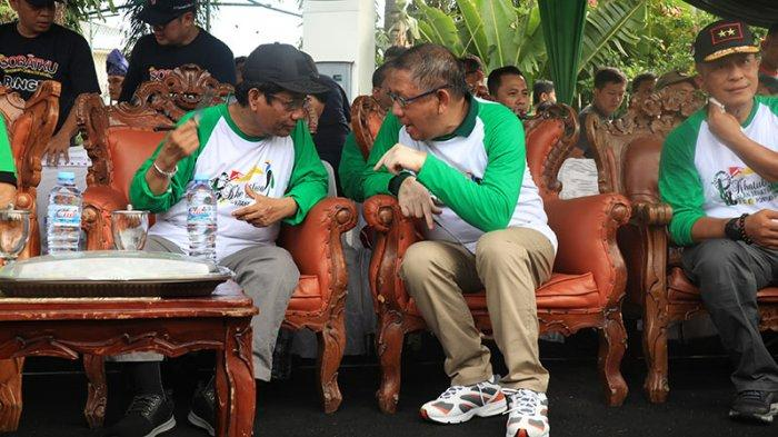 FOTO: Menko Polhukam Mahfud MD Hadiri Kegiatan Khatulistiwa Jalan Sehat Nasional - mahfud-sutarmidji.jpg