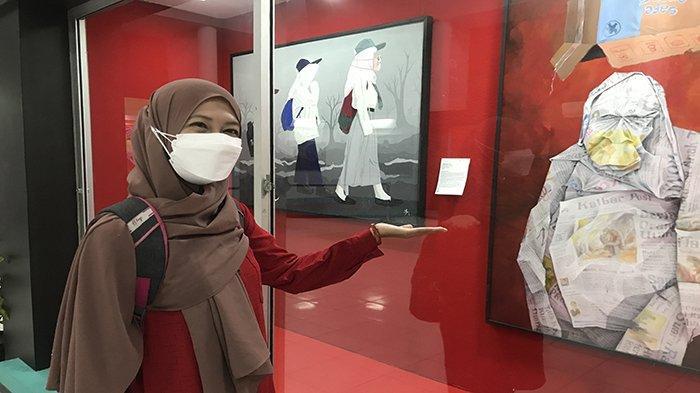 Perempuan Asal Banjarmasin Terkesan Pada Lukisan Perupa Kalbar