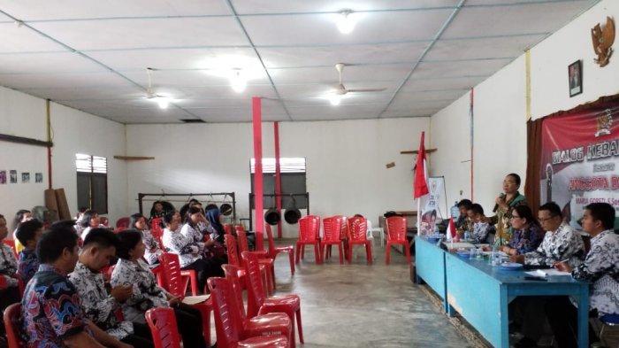 Ini Curhatan Seorang Guru di Jagoi Babang Saat Acara Dialog Bersama Anggota DPD RI Maria Goreti