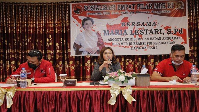 Maria Lestari Sosialisasikan Empat Pilar Kebangsaan Pada DPC PDI Perjuangan Pontianak