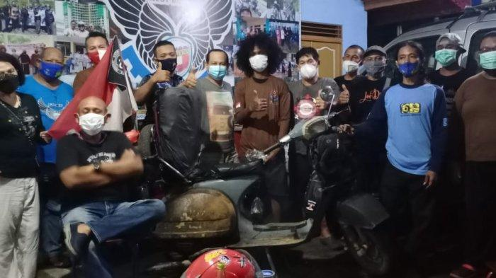 Keliling Indonesia Pakai Vespa, Scooteris Kepulauan Tidore Tak Lupa Mampir ke FRKP WB Vespa Lovers