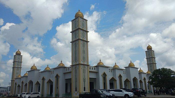 Bupati Nasir Targetkan Pembangunan Masjid Agung Darunnajah Putussibau Tuntas 2020