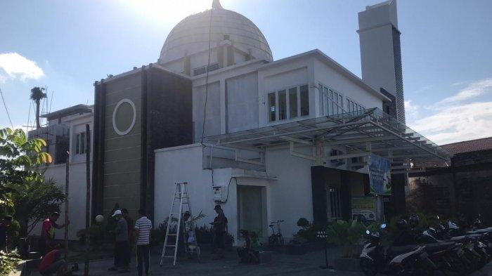 Masjid Al Mukhlishin Pontianak pada Idul Adha tahun ini menerima kurban sebanyak 6 ekor sapi dan 24 ekor kambing.