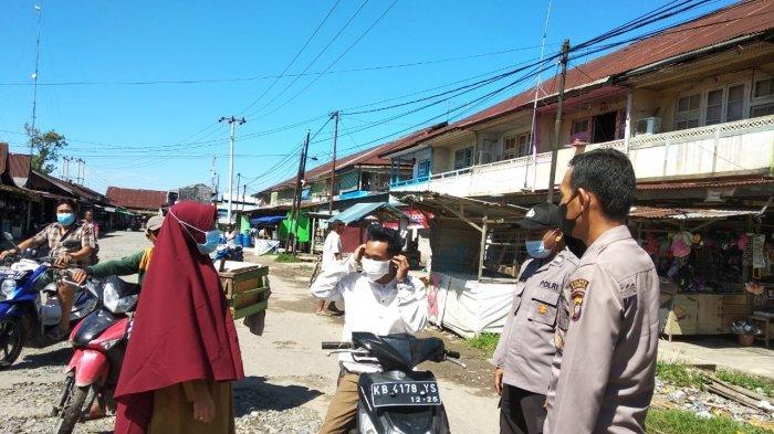 Personel Polsek Selakau Terus Melakukan Upaya Pencegahan Covid-19 di Lokasi Keramaian
