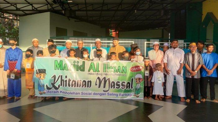 Masjid Al-Ihsan Pontianak Gelar Sunatan Massal Gratis pada Anak-anak Duafa