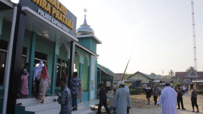 Baru Selesai Dibangun, Kapolres Laksanakan Ibadah Salat Idul Adha di Masjid Wira Pratama