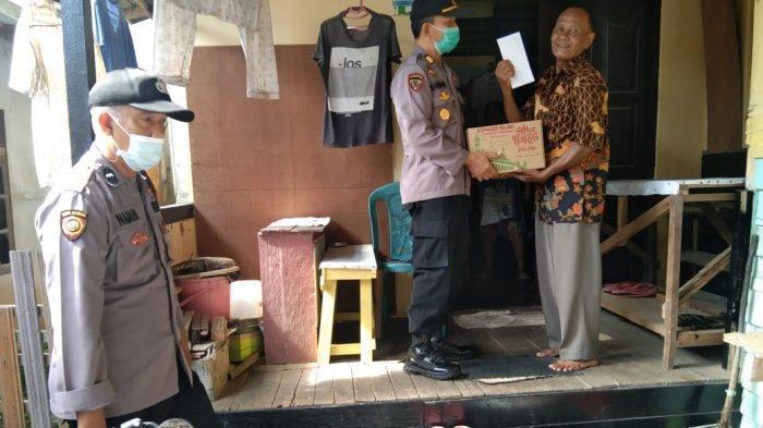 Kapolres Melawi Bagikan Bingkisan Lebaran kepada Para Purnawirawan dan Warakauri