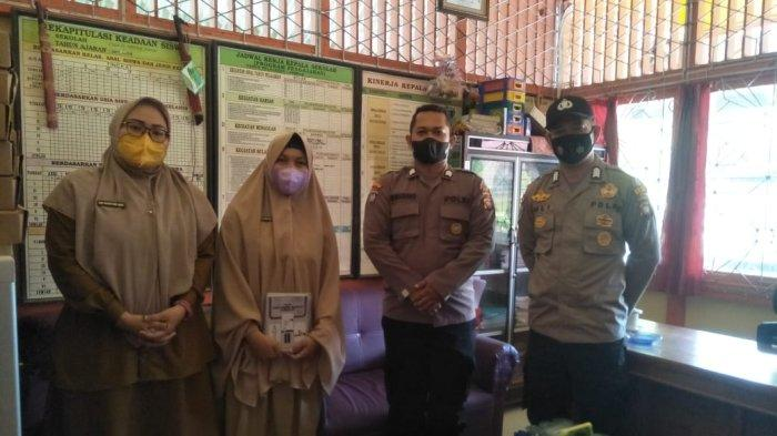 Satbinmas Polres Melawi Lakukan Sambang ke Sekolah, Harap Guru dan Siswa Disiplin Protokol Kesehatan