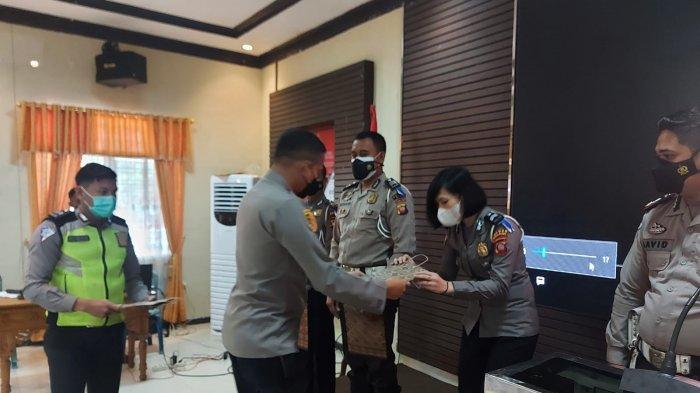 Sejumlah Anggota Satlantas Polres Melawi Dapat Reward di HUT Lalu Lintas ke-66