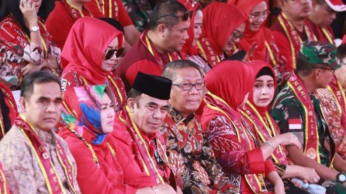 FOTO: Menteri agama RI Fachrul RaziMenyaksikan Parade Tatung pada Puncak Imlek dan Cap Go Meh 2020 - menag-di-cap-go-meh1.jpg