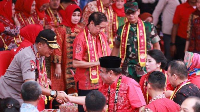 FOTO: Menteri agama RI Fachrul RaziMenyaksikan Parade Tatung pada Puncak Imlek dan Cap Go Meh 2020 - menag-di-cap-go-meh4.jpg