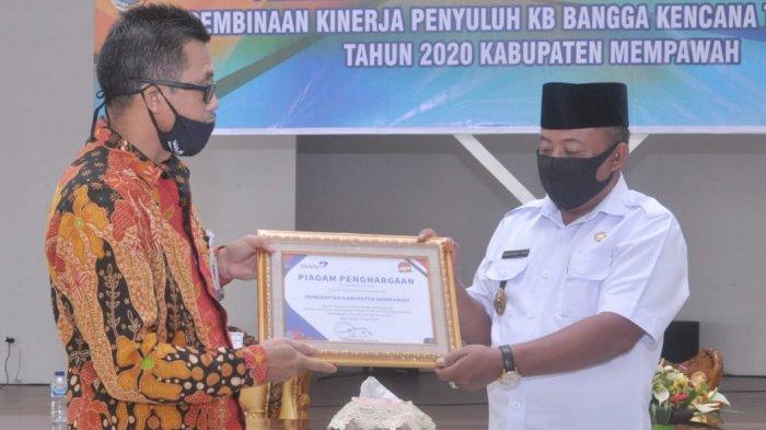 Pemkab Mempawah Mendapat Piagam Penghargaan Dari BKKBN