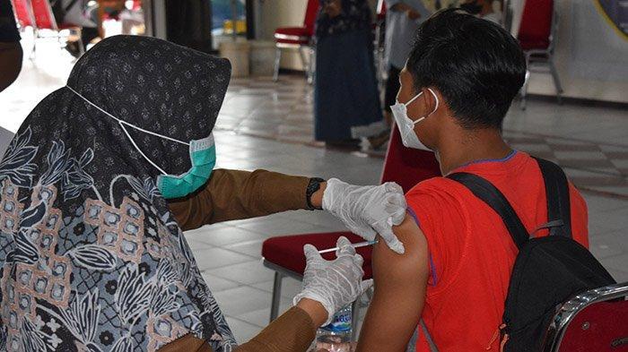Diskes Kubu Raya Beri Suntikan Vaksinasi Covid-19 Bagi Purnawirawan dan Personel Polres Kubu Raya