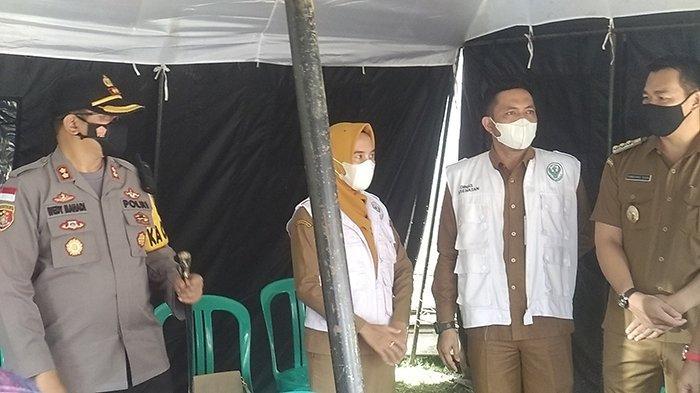 Jelang Lebaran, Kapolres Ajak Bupati Tinjau Posko Penanggulangan Covid-19 di Pasar Pagi Putussibau