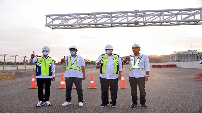Menteri Koordinator Bidang Perekonomian Airlangga Hartarto meninjau langsung kesiapan sarana dan prasarana di Mandalika International Street Circuit.