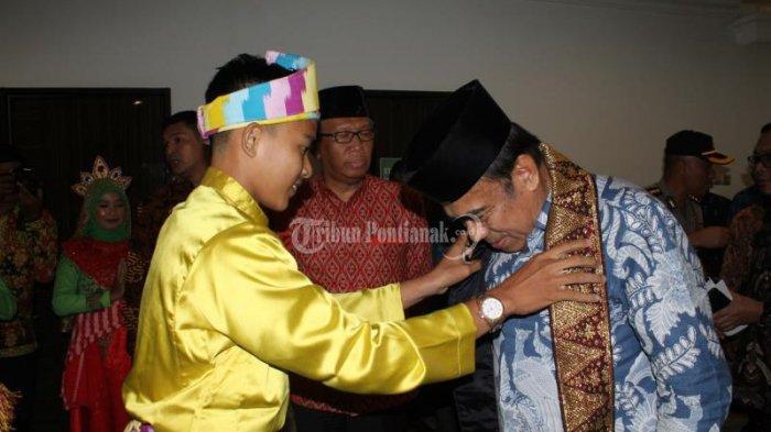 FOTO: Menteri Agama Fachrul Razi Hadiri Rapat Kerja Pimpinan Kanwil Kemenag Kalbar di Pontianak - menteri-agama-fachrul-razi-2.jpg