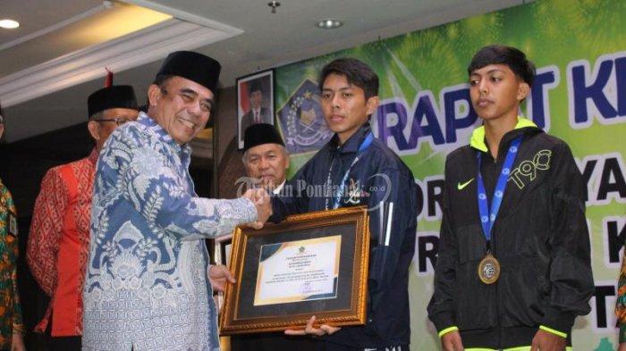 FOTO: Menteri Agama Fachrul Razi Hadiri Rapat Kerja Pimpinan Kanwil Kemenag Kalbar di Pontianak - menteri-agama-fachrul-razi-5.jpg