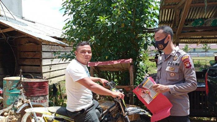 Petugas Beri Teguran Tertulis Warga Yang Tidak Gunakan Masker di Pasar Meranti