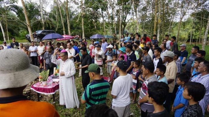 Imam dan Umat Paroki Pemangkat Kenang 110 Tahun Hadirnya Gereja Katolik di Pelanjau