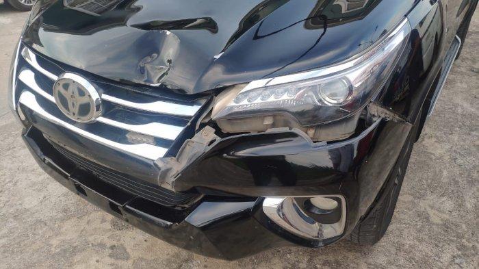Mobil Dinas Pemkab Sambas alami kecelakaan di Peniraman.