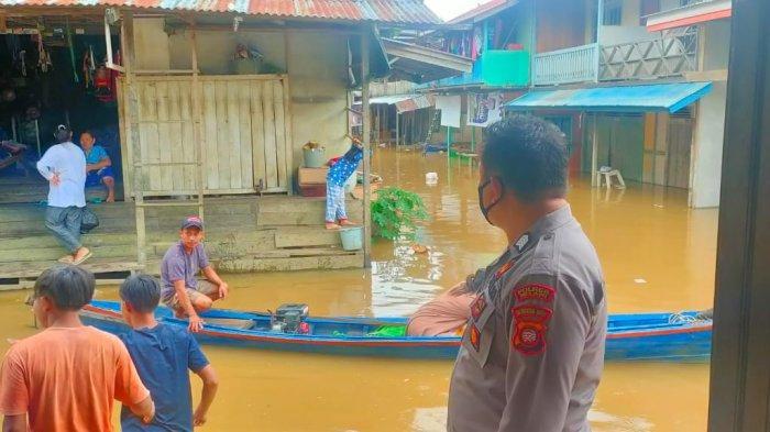 Curah Hujan dan Debit Air Sungai Melawi Meninggi, Kapolsek Menukung Ingatkan Warga Waspada Banjir
