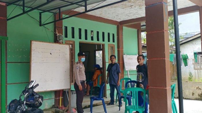Sambangi Kantor Desa, Bhabinkamtibmas Himbauan Protokol Kesehatan