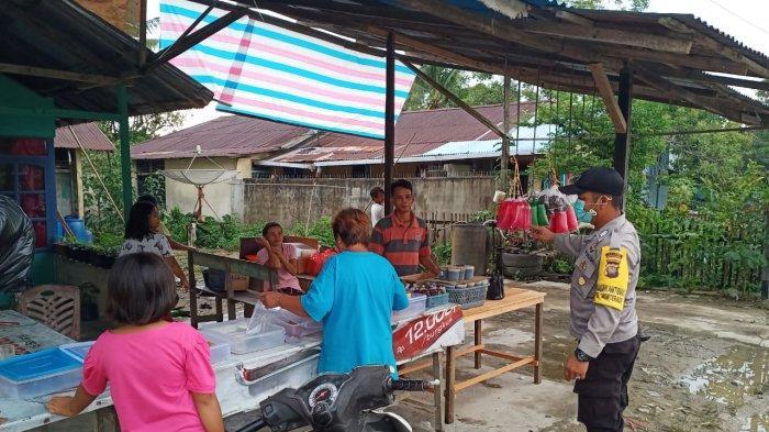 Patroli Dialogis Jelang Berbuka Puasa, Ini Yang Disampaikan Personel Pada Penjual dan Pembeli Takjil