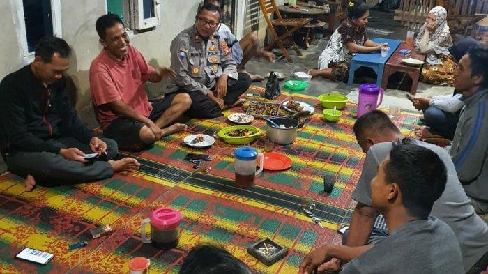 Kasat Binmas Hadiri Acara Makan Malam Bersama Warga Singkawang Sampaikan Imbauan
