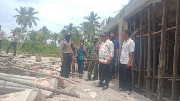 Kantor Desa Sungai Purun Besar Ambruk, Wakil Bupati Muhammad Pagi Tinjau Langsung