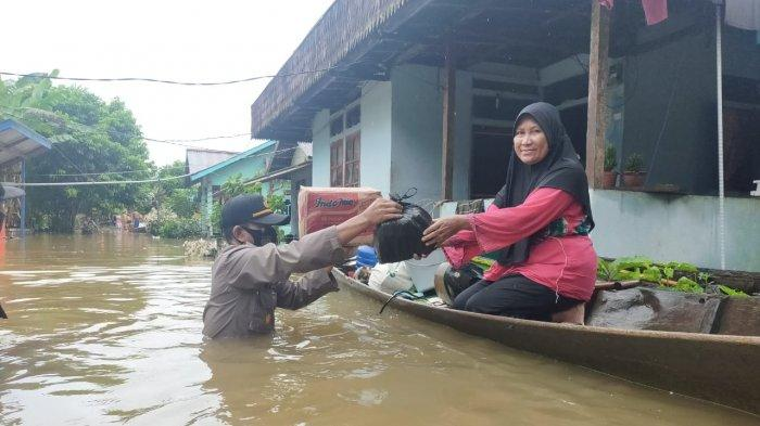 Pemprov Kalbar Telah Salurkan Bantuan untuk Korban Banjir di Kabupaten Sintang dan Melawi
