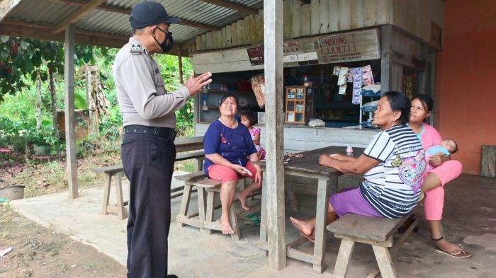 Patroli Dialogis, Kanit Binmas Polsek Mukok Sampaikan Imbauan Protokol Kesehatan