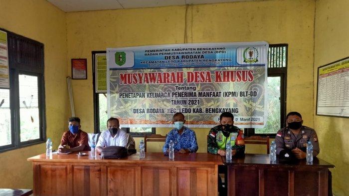 Bhabinkamtibmas Polsek Ledo Hadiri Musdesus Tahun Anggaran 2021 di Desa Binaanya