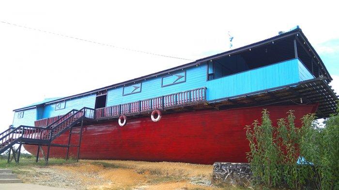 Ada Perahu Nabi Nuh di Museum Galeri Motor Kapal Bandong Sintang