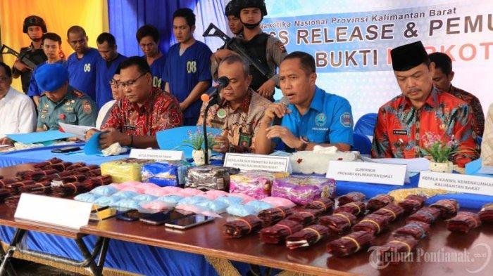 FOTO: Wakil Gubernur Kalbar Ria Norsan Dalam Press Release Kasus Narkoba BNN Kota Pontianak - musnahkan-sabu1.jpg