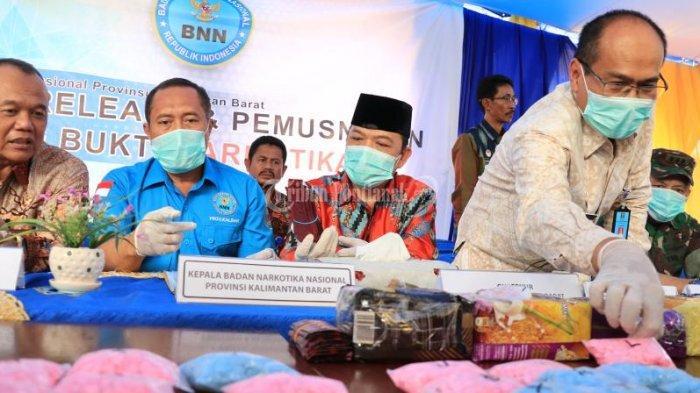 FOTO: Wakil Gubernur Kalbar Ria Norsan Dalam Press Release Kasus Narkoba BNN Kota Pontianak - musnahkan-sabu2.jpg
