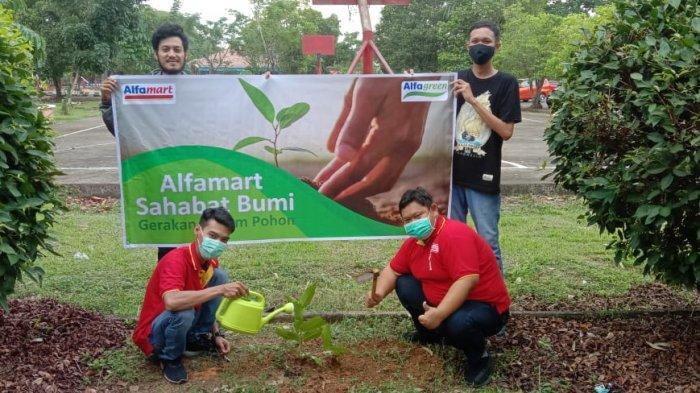 Sahabat Bumi, Alfamart Tanam 15.000 Pohon untuk Indonesia