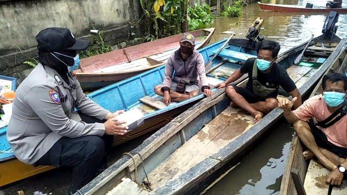 Satbinmas Polres Melawi Sambangi Masyarakat, Beri Imbauan Kamtibmas Disaat Banjir