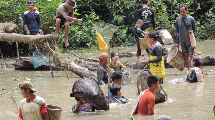 Desa Rawak Hilir Sekadau hanya Terdiri Dua Dusun