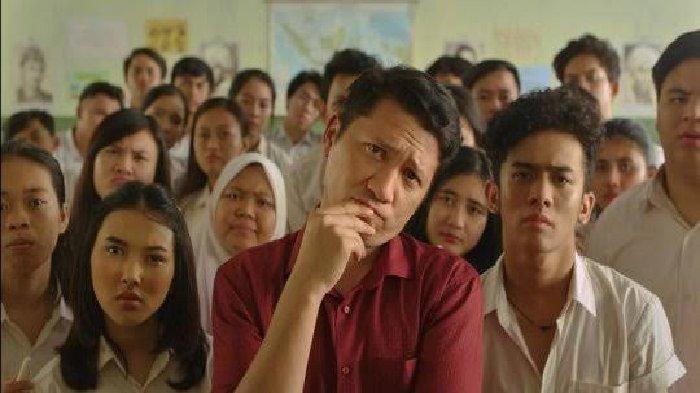 Mengulas Film Guru-Guru Gokil Karya Dian Sastro Tayang di Netflix, Adu Akting Bersama Gading Marten