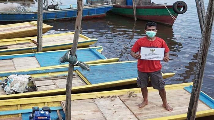 Pemda Ketapang Serahkan Bantuan Lima Unit Perahu Mesin untuk Nelayan dari Baznas