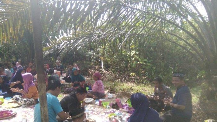 Suasana acara Robo-robo  di Desa Tembesuk Kecamatan Nanga Mahap, Rabu 6 Oktober 2021.