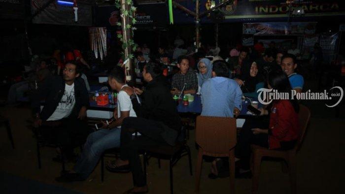 Foto-foto Pesta Bola Tribun Pontianak di Cafe Sentul - nobar-cafe-sentul_20180707_215257.jpg