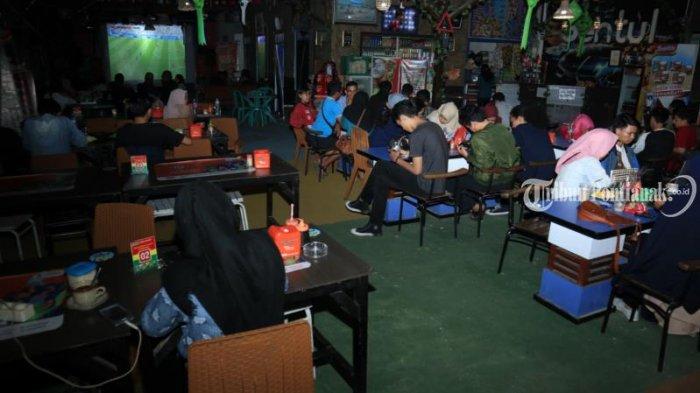 Foto-foto Pesta Bola Tribun Pontianak di Cafe Sentul - nobar-cafe-sentul_20180707_215503.jpg