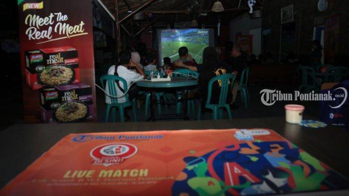 Foto-foto Pesta Bola Tribun Pontianak di Cafe Sentul - nobar-cafe-sentul_20180707_215516.jpg