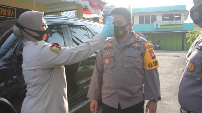Terapkan Protokol Kesehatan, Personel Polres Ketapang Rutin Cek Suhu Tubuh