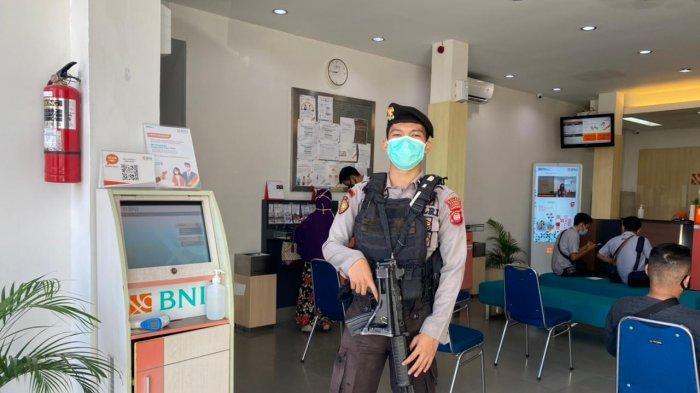 Cegah Gangguan Kamtibmas, Personel Polres Sambas Lakukan Pengamanan di Bank